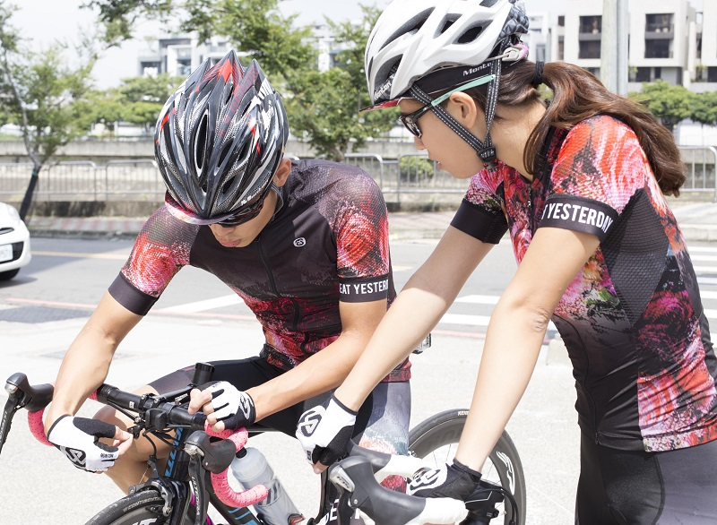 couple cycling jersey