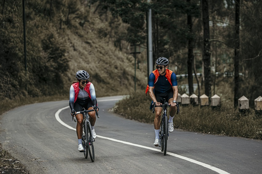 couples cycling jerseys