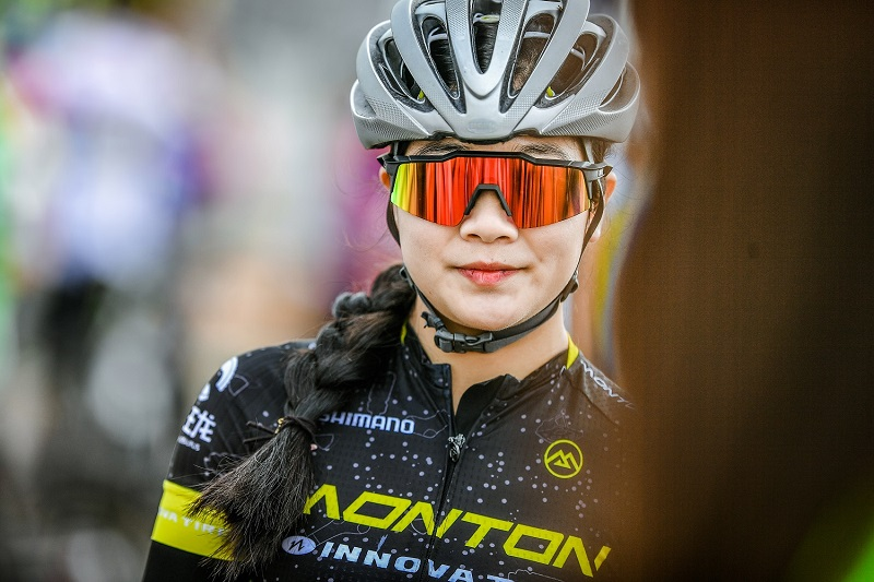Monton Innova Tire Cycling Team
