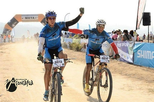 Sportland custom cycling jersey bib shorts set on race