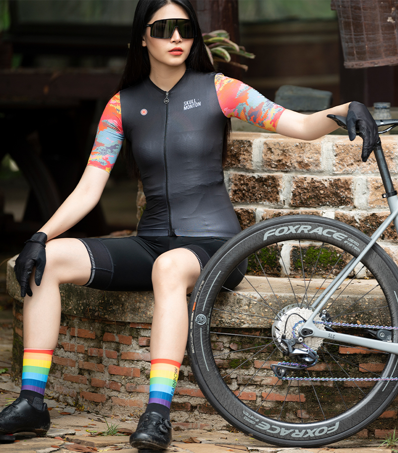 black short sleeve cycling jersey
